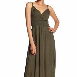 🌟NWT🌟West Kei - Olive Maxi V-shaped Neck Dress